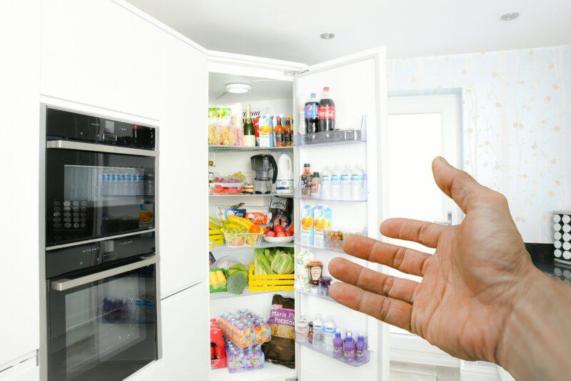 Aranżacja kuchni – jaką lodówkę wybrać?