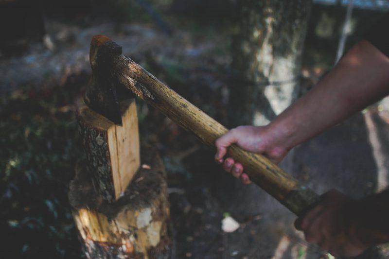 Które narzędzia dla drwala są najpotrzebniejsze do skutecznej pracy przy drewnie?